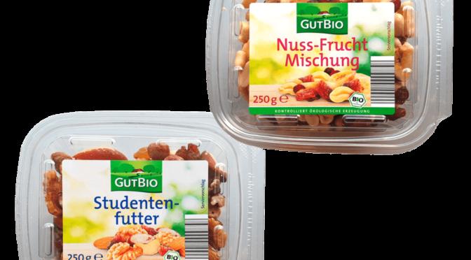 verpacktes Studentenfutter und eine Nuss-Frucht-Mischung des Discounters Aldi