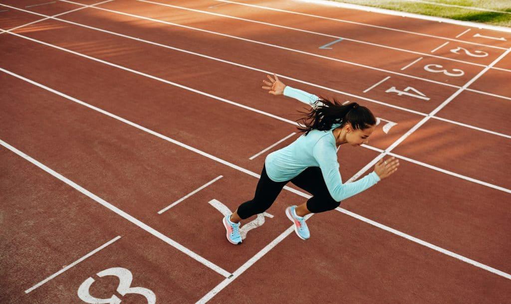Frau startet Sprint