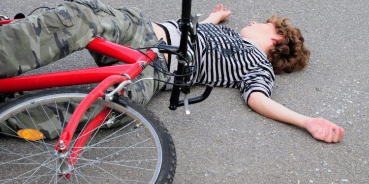 Junge nach Fahrradunfall