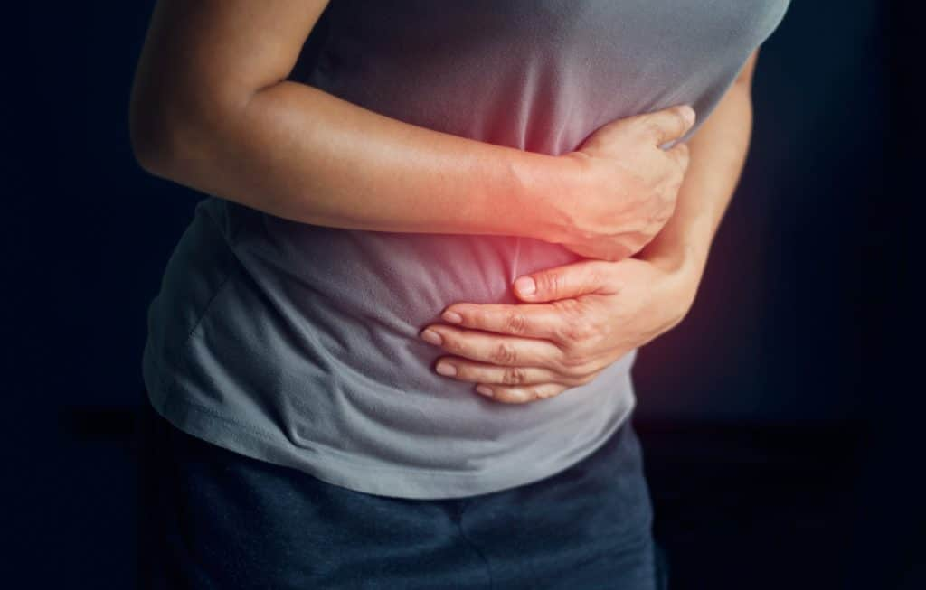 Frau hat Bauchschmerzen