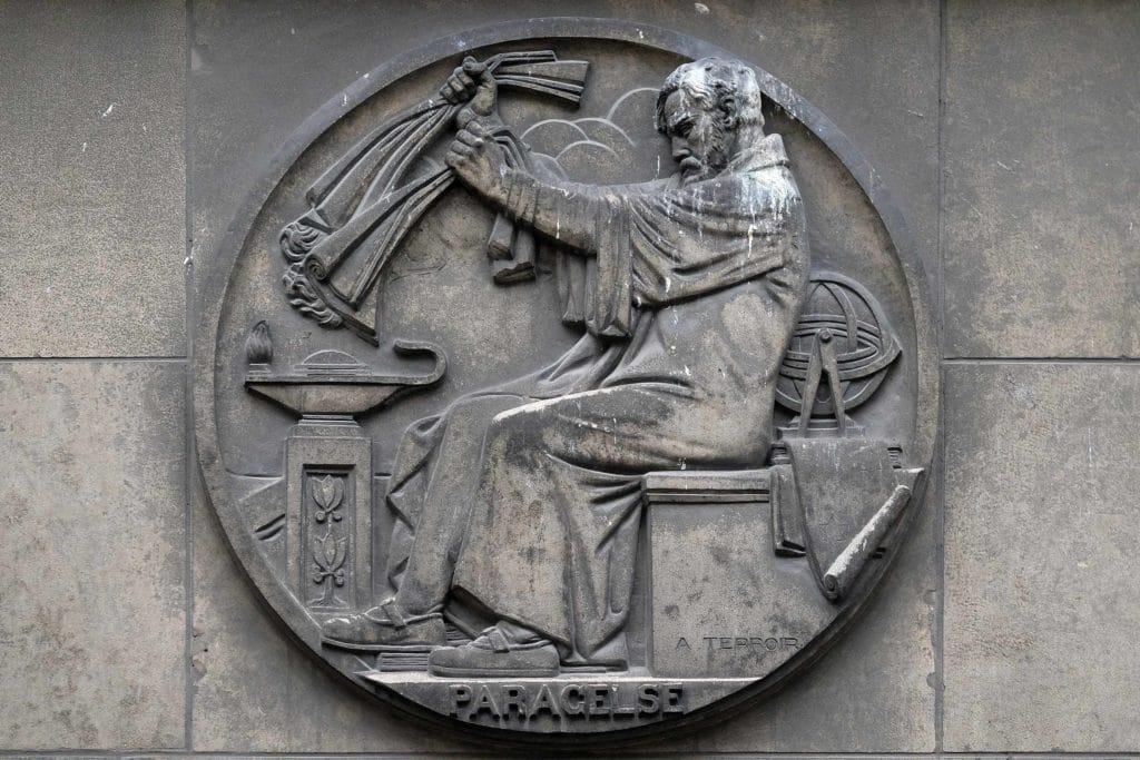 Steinrelief mit Paracelsus