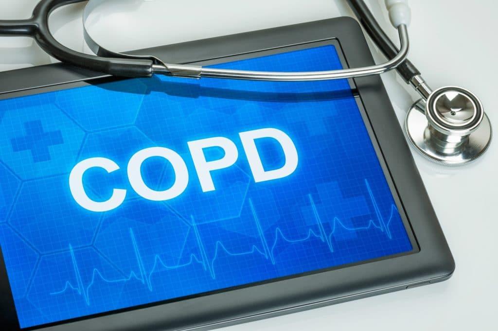 Abbildung mit Stetoskop und dem Schriftzug COPD.