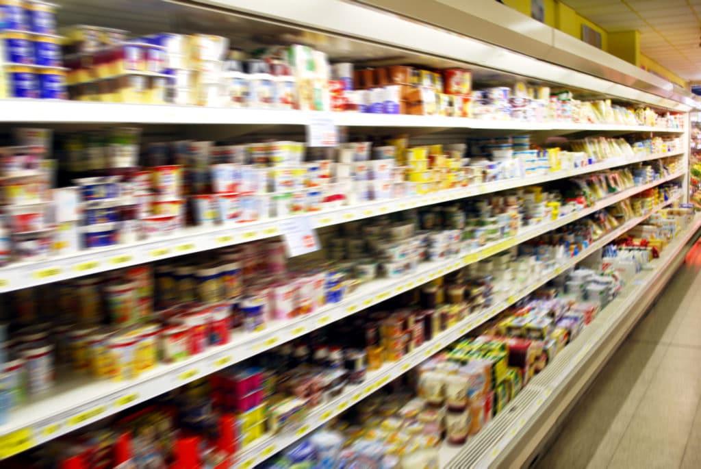 Kühlregal in einem Supermarkt