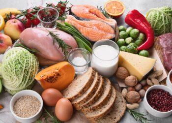 Obst, Gemüse, Fisch, Fleisch, Brot, Eier, Käse, Milch und Nüsse