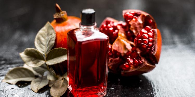 Granatapfel-Oelflasche