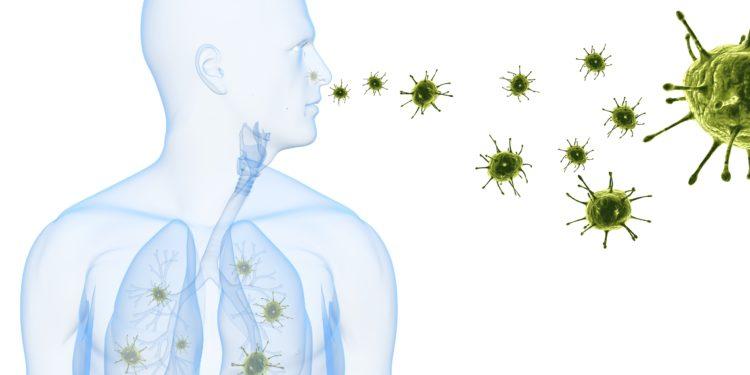 Schematische Abbildung eines Mannes, bei dem die Erreger einer Lungenentzündung durch Einatmung aus der Luft in die Lunge gelangen.