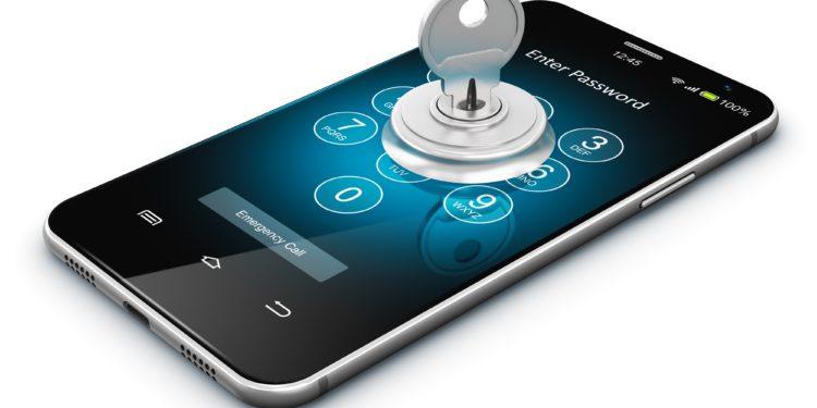 Grafik von einem Smartphone mit Schloss und steckendem Schlüssel.