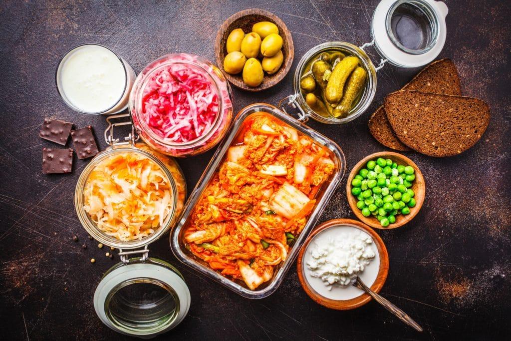Eine Auswahl an probiotischen Lebensmitteln.