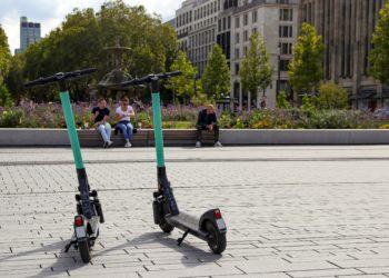 Es stehen immer mehr E-Roller in unseren Städten herum, aber wie sieht es eigentlich mit dem Risiko für Verletzungen durch E-Roller aus? (Bild:  kristina rütten/Stock.Adope.com)