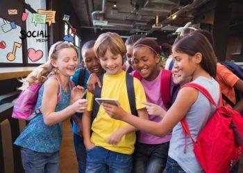 Die Nutzung von Social Media kann bei Kindern und Jugendlichen zu Essstörungen beitragen. (Bild: vectorfusionart/Stock.Adope.com)