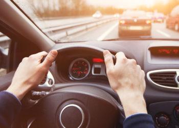 Tägliche Fahrten hin und zurück zur Arbeit setzen Menschen Chemikalien aus Autositzen aus, welche Krebs auslösen können. (Bild: Song_about_summer/Stock.Adobe.com)