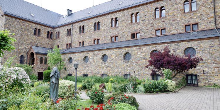 Garten eines Klosters.