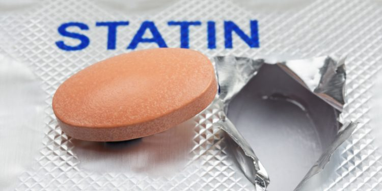 Statin-Tablette auf einem Medikamentenblister