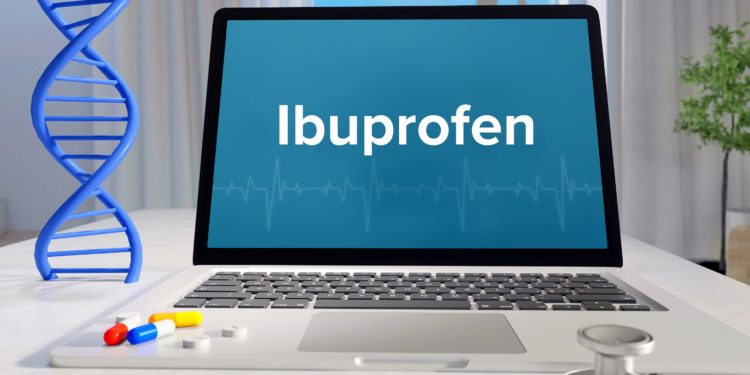 """Auf einem Computerbildschirm steht das Wort """"Ibuprofen"""" geschrieben."""