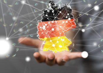 Eine Deutschlandkarte in den Farben der Deutschen Flagge.