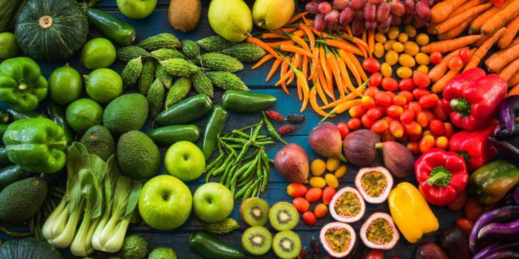 Eine Auswahl an pflanzlichen Lebensmitteln.