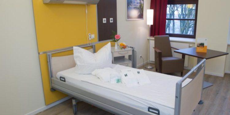 Ein Einzelzimmer in einem Krankenhaus.