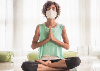 Ist es möglich sich durch Yoga vor COVID-19 zu schützen? (Bild: shellygraphy/Stock.Adobe.com)