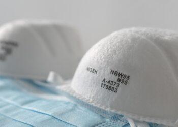 Sogenannte n-95-Masken zum Schutz vor COVID-19 sind teilweise selbst in Krankenhäusern nicht in ausreichender Anzahl vorhanden. (Bild: Maridav/Stock.Adobe.com)