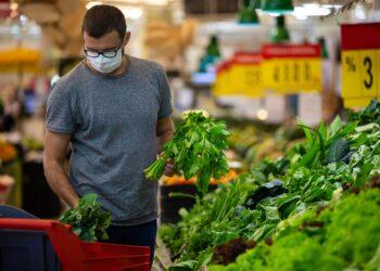 Ernähren sich Menschen in Zeiten von Corona gesünder? (Bild: Space_Cat/Stock.Adobe.com)