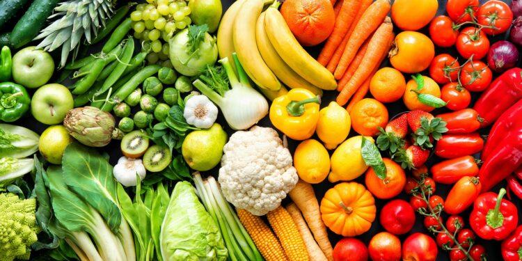 Eine Auswahl an Obst und Gemüse.