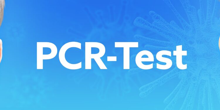 Gesichter von Mann und Frau mit Mundschutz vor blauen Hintergrund mit dem Text PCR-Test in der Mitte