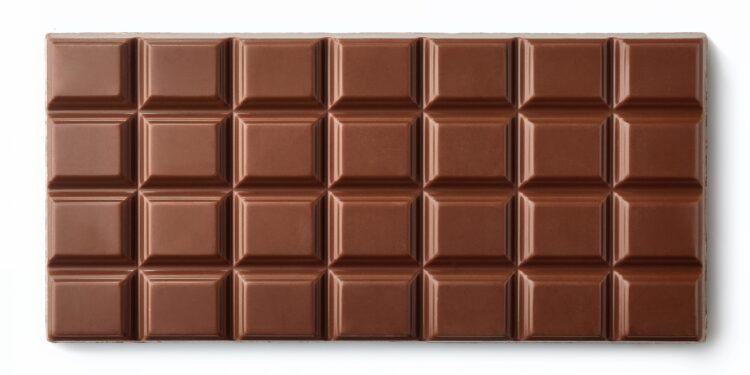 Schokoladentafel auf weißem Hintergrund