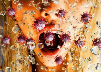 Künstlerische 3D-Illustration des aus einem Mund einer Frau kommenden Coronaaerosols