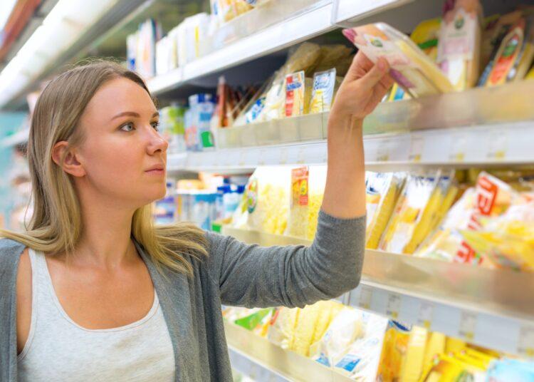 In einem bei Lidl vertriebenen Käse wurden gesundheitsschädliche Bakterien entdeckt, die für manche Personengruppen eine ernsthafte Gefahr darstellen. (Bild: dmitrimaruta/stock.adobe.com)
