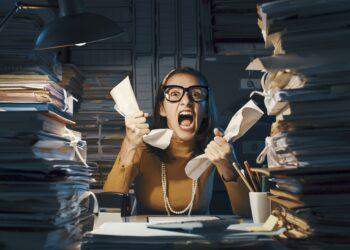 Frau leidet unter Stress.