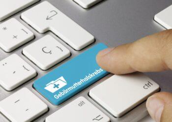 Computertastatur mit einer Taste mit der Aufschrift Gebärmutterhalskrebs