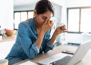Die meisten Menschen dürften das Problem kennen, Stress im Alltag treibt einen quasi in die Verzweiflung. Was kann in solchen Fällen gegen auftretenden Stress unternommen werden? (Bild: nenetus/Stock.Adobe.com)