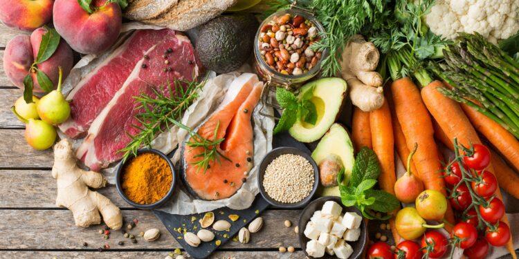 Kies gezonde voedselingrediënten om aan de keukentafel te koken