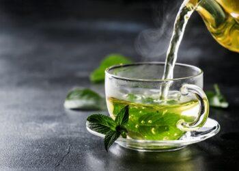 Grüner in einer Tasse.