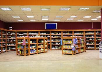 Weinabteilung in einem Supermarkt