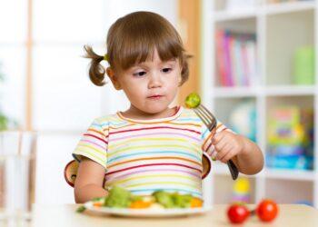 Kind ernährt sich vegan.
