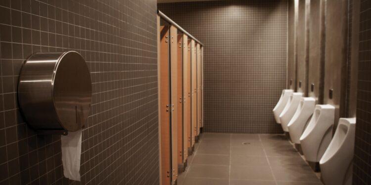 Eine öffentliche Toilette für Männer.
