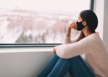 Leiden Menschen durch eine erhöhte Bildschirmzeit während der COVID-19 Pandemie vermehrt unter Ängsten und Depressionen? (Bild: Maridav/stock.adobe.com)