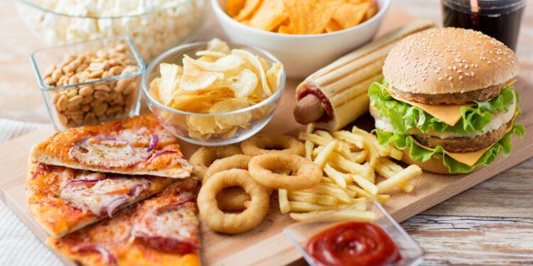 Auswahl von fettigen Speisen.
