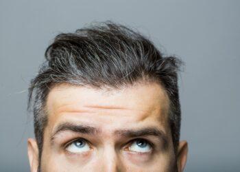 Ist es möglich, dass durch Stress ergraute Haare ihre ursprüngliche Farbe wiedererlangen? (Bild: Volodymyr/stock.adobe.com)