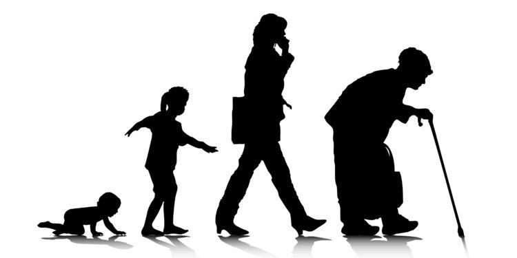 Silhouetten van mensen van verschillende leeftijden.